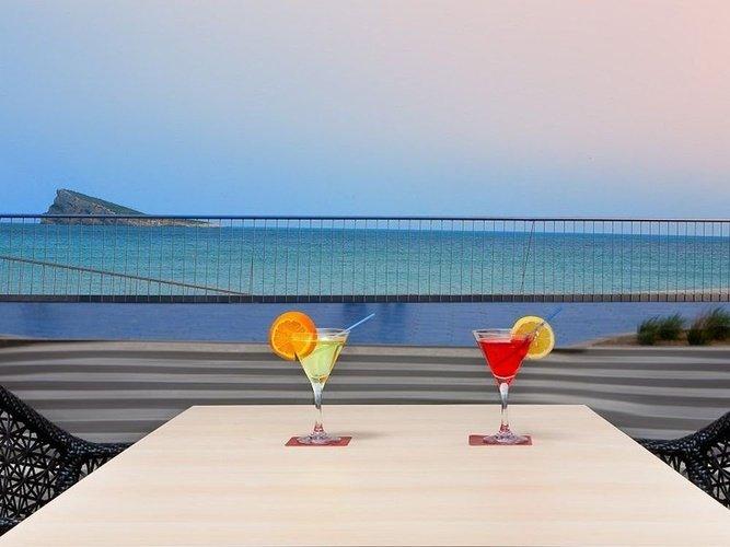 Bar-терраса villa del mar Отель бенидорме